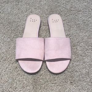 🍓 3/$10 A New Day Blush Faux Suede Slides